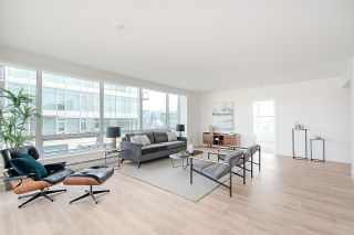 "Photo 9: PH1801 1788 COLUMBIA Street in Vancouver: False Creek Condo for sale in ""EPIC AT WEST"" (Vancouver West)  : MLS®# R2530765"