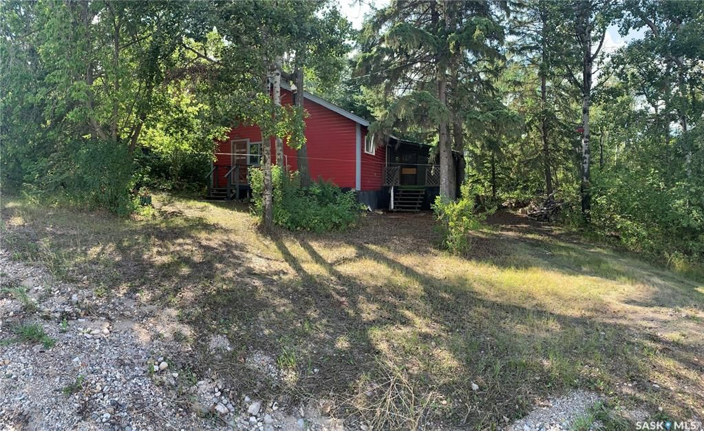 Main Photo: 802 Pukwana Drive in Manitou Beach: Residential for sale : MLS®# SK868000