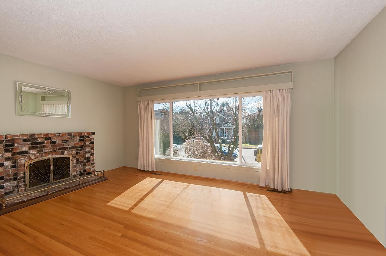 Photo 2: Photos: 1671 W 64TH Avenue in Vancouver: South Granville House for sale (Vancouver West)  : MLS®# R2347397