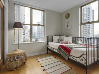 """Photo 8: 1606 989 RICHARDS Street in Vancouver: Downtown VW Condo for sale in """"MONDRIAN I"""" (Vancouver West)  : MLS®# R2122201"""