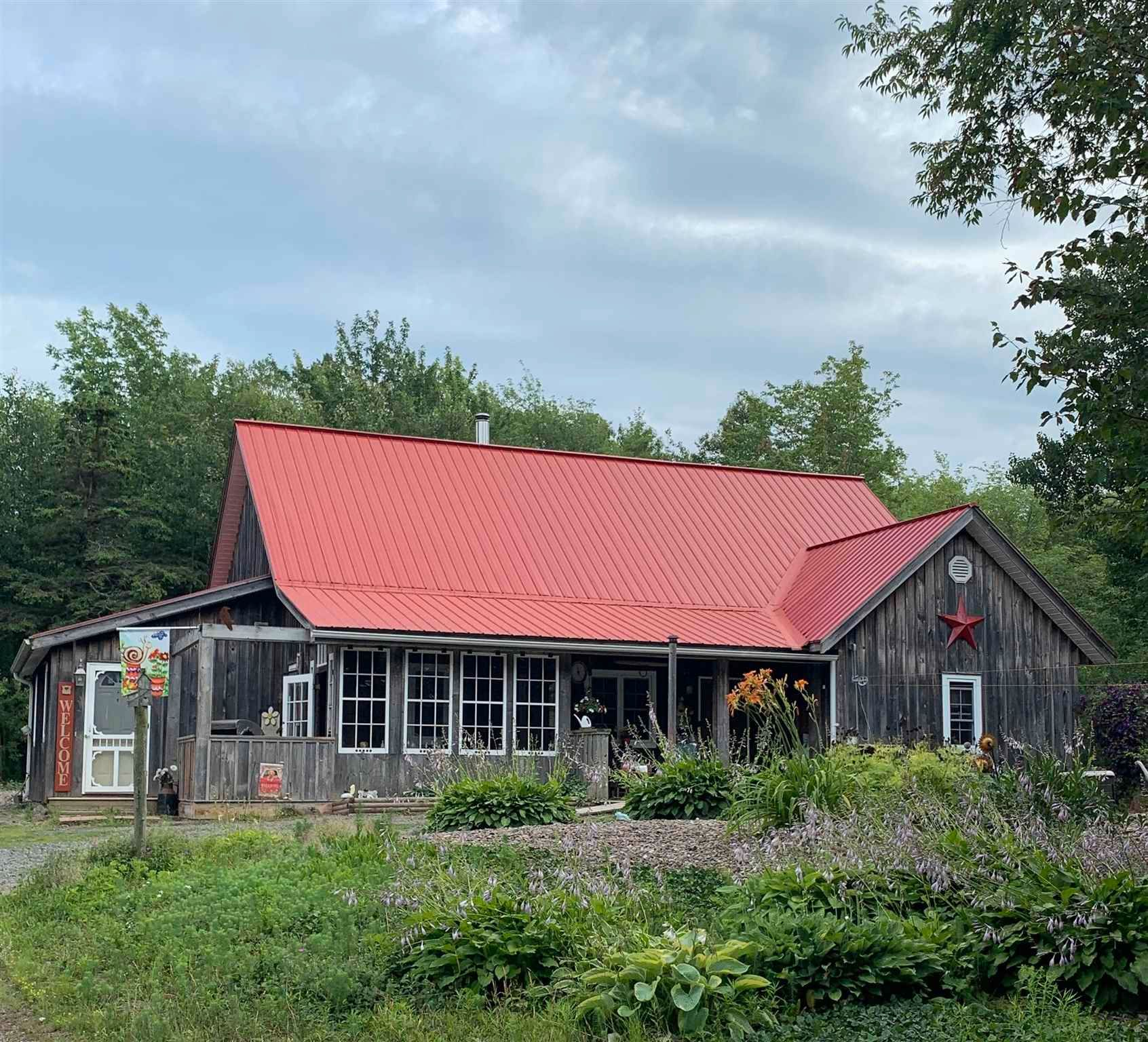 Main Photo: 3488 Brow of Mountain Road in West Black Rock: 404-Kings County Residential for sale (Annapolis Valley)  : MLS®# 202118967