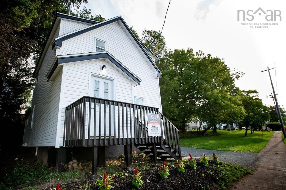 Main Photo: 12 Brunswick Street in Truro: 104-Truro/Bible Hill/Brookfield Residential for sale (Northern Region)  : MLS®# 202122384