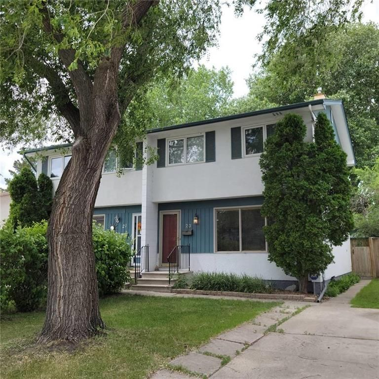 Main Photo: 23 Wiltshire Bay in Winnipeg: Windsor Park Residential for sale (2G)  : MLS®# 202116002