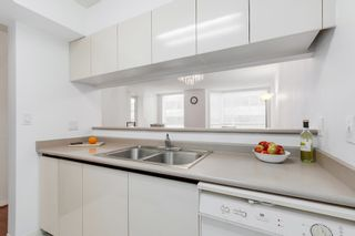 """Photo 3: 303 500 W 10TH Avenue in Vancouver: Fairview VW Condo for sale in """"Cambridge Court"""" (Vancouver West)  : MLS®# R2050237"""