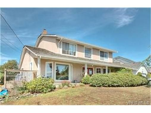 Main Photo: 3452 Sunheights Dr in VICTORIA: Co Triangle House for sale (Colwood)  : MLS®# 445588