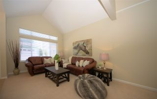 """Photo 2: 28 3363 ROSEMARY HEIGHTS Crescent in Surrey: Morgan Creek Townhouse for sale in """"Rockwell"""" (South Surrey White Rock)  : MLS®# R2568501"""