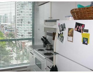 """Photo 5: 603 888 HAMILTON Street in Vancouver: Downtown VW Condo for sale in """"ROSEDALE GARDENS"""" (Vancouver West)  : MLS®# V777304"""