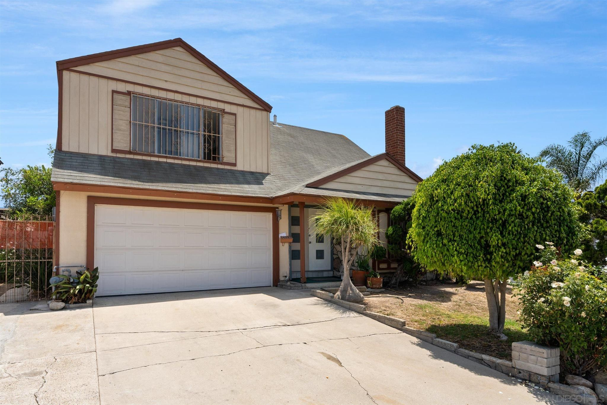 Main Photo: SAN DIEGO House for sale : 4 bedrooms : 4095 Daves Way