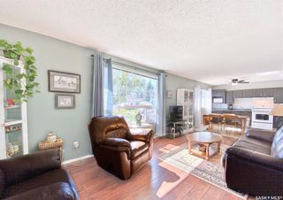 Photo 3: 330 McTavish Street in Outlook: Residential for sale : MLS®# SK870442