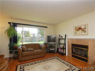 Photo 3: 709 Kelly Rd in VICTORIA: Co Hatley Park House for sale (Colwood)  : MLS®# 570145