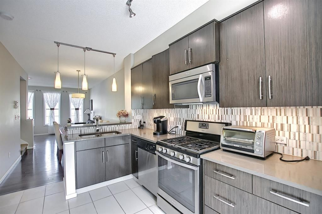 Main Photo: 314 Ascot Circle SW in Calgary: Aspen Woods Row/Townhouse for sale : MLS®# A1111264