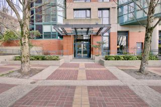 "Photo 2: 2302 289 DRAKE Street in Vancouver: Yaletown Condo for sale in ""Park View Tower"" (Vancouver West)  : MLS®# R2530410"