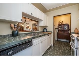 """Photo 3: 219 15991 THRIFT Avenue: White Rock Condo for sale in """"ARCADIAN"""" (South Surrey White Rock)  : MLS®# R2456477"""