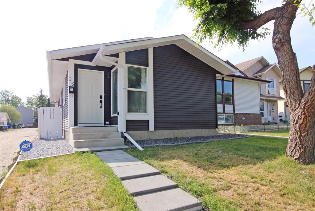 Main Photo:  in Calgary: Edgemont Detached for sale : MLS®# A1126277