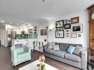 """Photo 6: 210 2545 W BROADWAY Avenue in Vancouver: Kitsilano Townhouse for sale in """"Trafalgar Mews"""" (Vancouver West)  : MLS®# R2590394"""