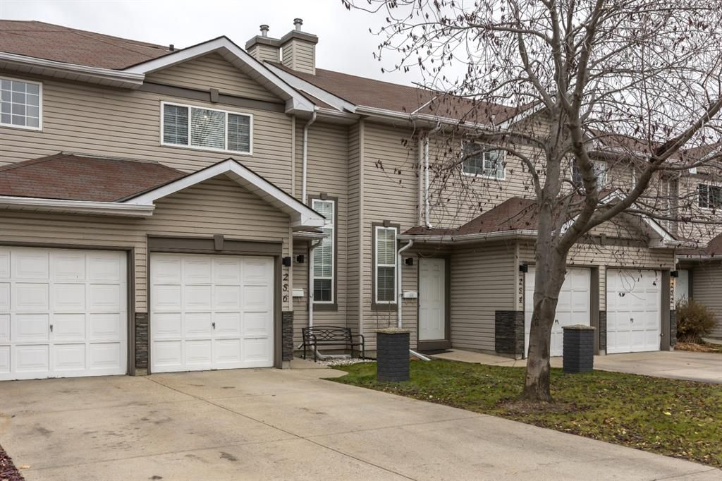 Main Photo: 256 Shawinigan Drive SW in Calgary: Shawnessy Row/Townhouse for sale : MLS®# A1050807
