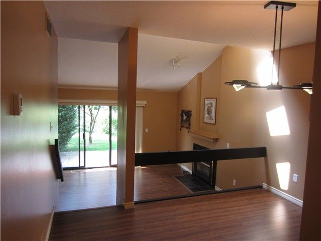 """Photo 2: Photos: 8550 WOODRIDGE Place in Burnaby: Forest Hills BN Townhouse for sale in """"SIMON FRASER VILLAGE"""" (Burnaby North)  : MLS®# V966181"""