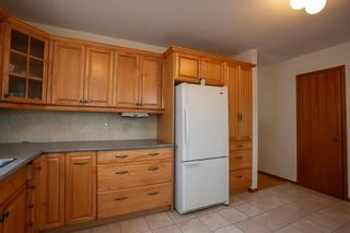 Photo 9: 461 Woodlands Crescent in Winnipeg: Westwood Residential for sale (5G)  : MLS®# 202122920