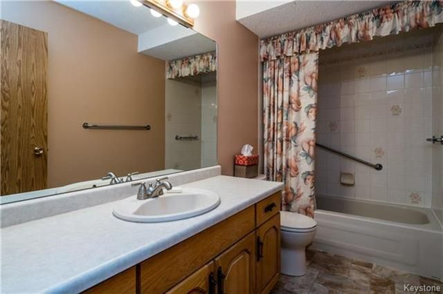 Photo 14: Photos: 206 815 St Anne's Road in Winnipeg: River Park South Condominium for sale (2F)  : MLS®# 1809348