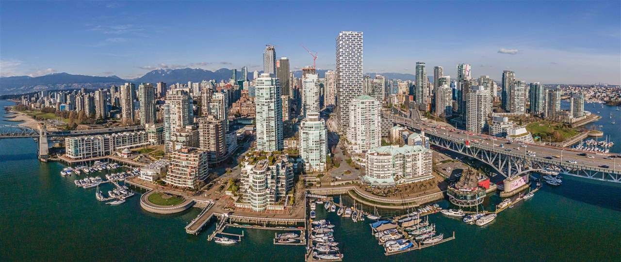 "Main Photo: 1102 1501 HOWE Street in Vancouver: Yaletown Condo for sale in ""888 BEACH"" (Vancouver West)  : MLS®# R2554101"
