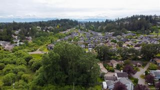 Photo 39: 1140 Knibbs Pl in Saanich: SW Strawberry Vale House for sale (Saanich West)  : MLS®# 842828