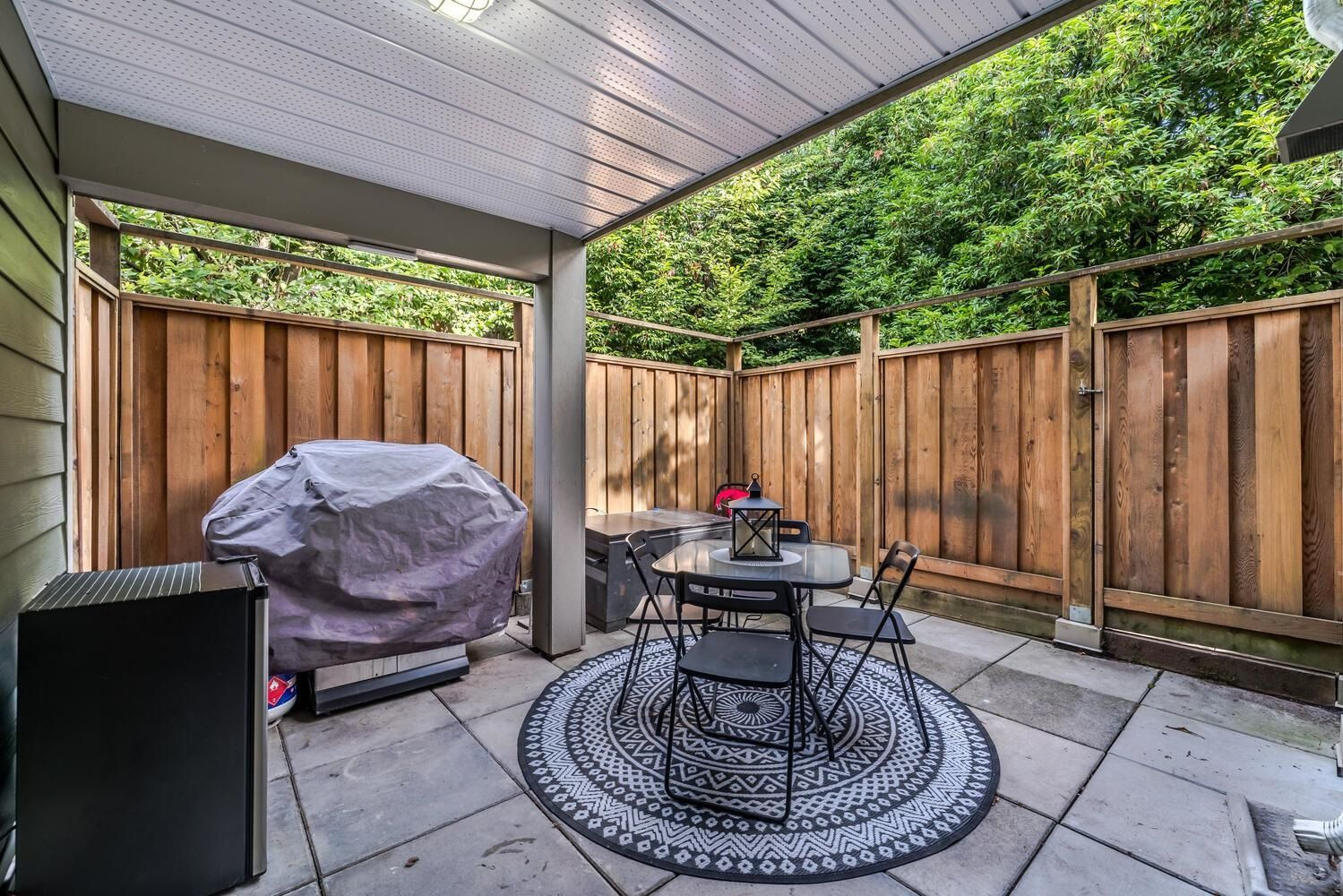 Main Photo: 212 518 THIRTEENTH Street in New Westminster: Uptown NW Condo for sale : MLS®# R2620095