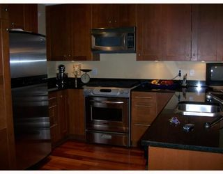 Photo 1: 223 E 17TH Street in North_Vancouver: Central Lonsdale 1/2 Duplex for sale (North Vancouver)  : MLS®# V779427