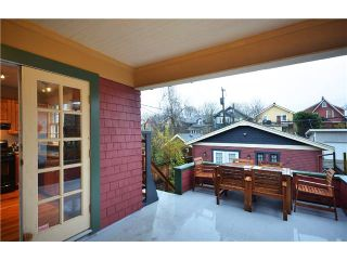 """Photo 8: 242 E 23RD Avenue in Vancouver: Main House for sale in """"MAIN"""" (Vancouver East)  : MLS®# V996039"""
