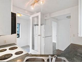 """Photo 9: 2102 1331 ALBERNI Street in Vancouver: West End VW Condo for sale in """"The Lions"""" (Vancouver West)  : MLS®# R2517604"""