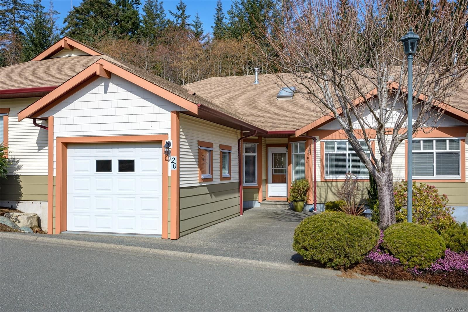 Main Photo: 20 1220 Guthrie Rd in : CV Comox (Town of) Row/Townhouse for sale (Comox Valley)  : MLS®# 869537