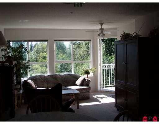 "Photo 4: Photos: 406 13939 LAUREL DR in Surrey: Whalley Condo for sale in ""KING GEORGE MANOR"" (North Surrey)  : MLS®# F2616457"