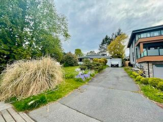 Photo 2: 1275 KENT Street: White Rock House for sale (South Surrey White Rock)  : MLS®# R2575494
