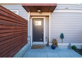 Photo 2: 5 15118 THRIFT Avenue: White Rock Townhouse for sale (South Surrey White Rock)  : MLS®# R2134991
