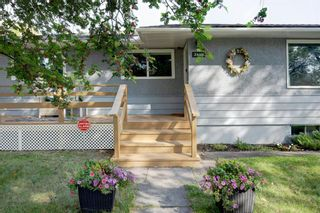 Photo 3: 2446 28 Street SE in Calgary: Southview Detached for sale : MLS®# A1146212
