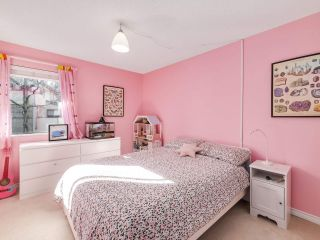 """Photo 13: 5872 MAYVIEW Circle in Burnaby: Burnaby Lake Townhouse for sale in """"ONE ARBOURLANE"""" (Burnaby South)  : MLS®# R2542010"""