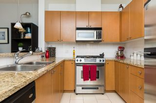 """Photo 13: 406 14 E ROYAL Avenue in New Westminster: Fraserview NW Condo for sale in """"Victoria Hill"""" : MLS®# R2092920"""