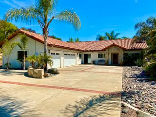 Photo 1: VISTA House for sale : 3 bedrooms : 883 Evergreen Lane