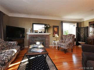 Photo 2: 1055 Nicholson St in VICTORIA: SE Lake Hill House for sale (Saanich East)  : MLS®# 721452