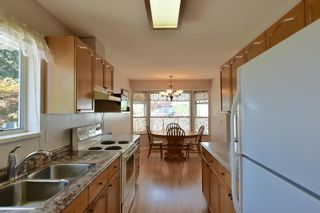 """Photo 6: 7 824 NORTH Road in Gibsons: Gibsons & Area Townhouse for sale in """"Twin Oaks"""" (Sunshine Coast)  : MLS®# R2607864"""