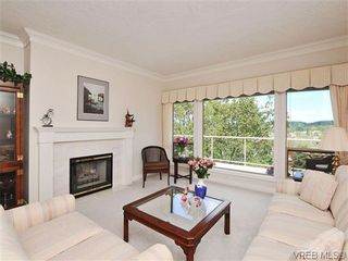 Photo 4: 18 4300 Stoneywood Lane in VICTORIA: SE Broadmead Row/Townhouse for sale (Saanich East)  : MLS®# 610675