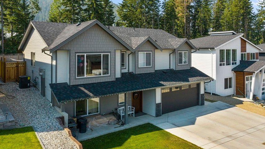 Main Photo: 2140 Southeast 15 Avenue in Salmon Arm: HILLCREST House for sale (SE SALMON ARM)  : MLS®# 10235702