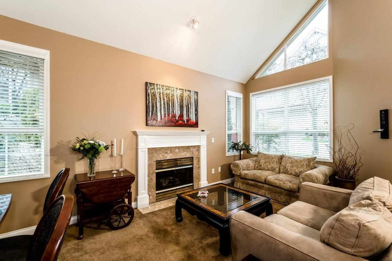 """Photo 2: Photos: 201 1465 PARKWAY Boulevard in Coquitlam: Westwood Plateau Townhouse for sale in """"SILVER OAK"""" : MLS®# R2249659"""