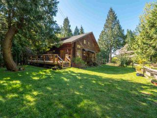Photo 1: 3204 HUCKLEBERRY Road: Roberts Creek House for sale (Sunshine Coast)  : MLS®# R2364064