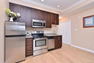 Photo 9: 302 9717 First St in Sidney: Si Sidney South-East Condo for sale : MLS®# 831930