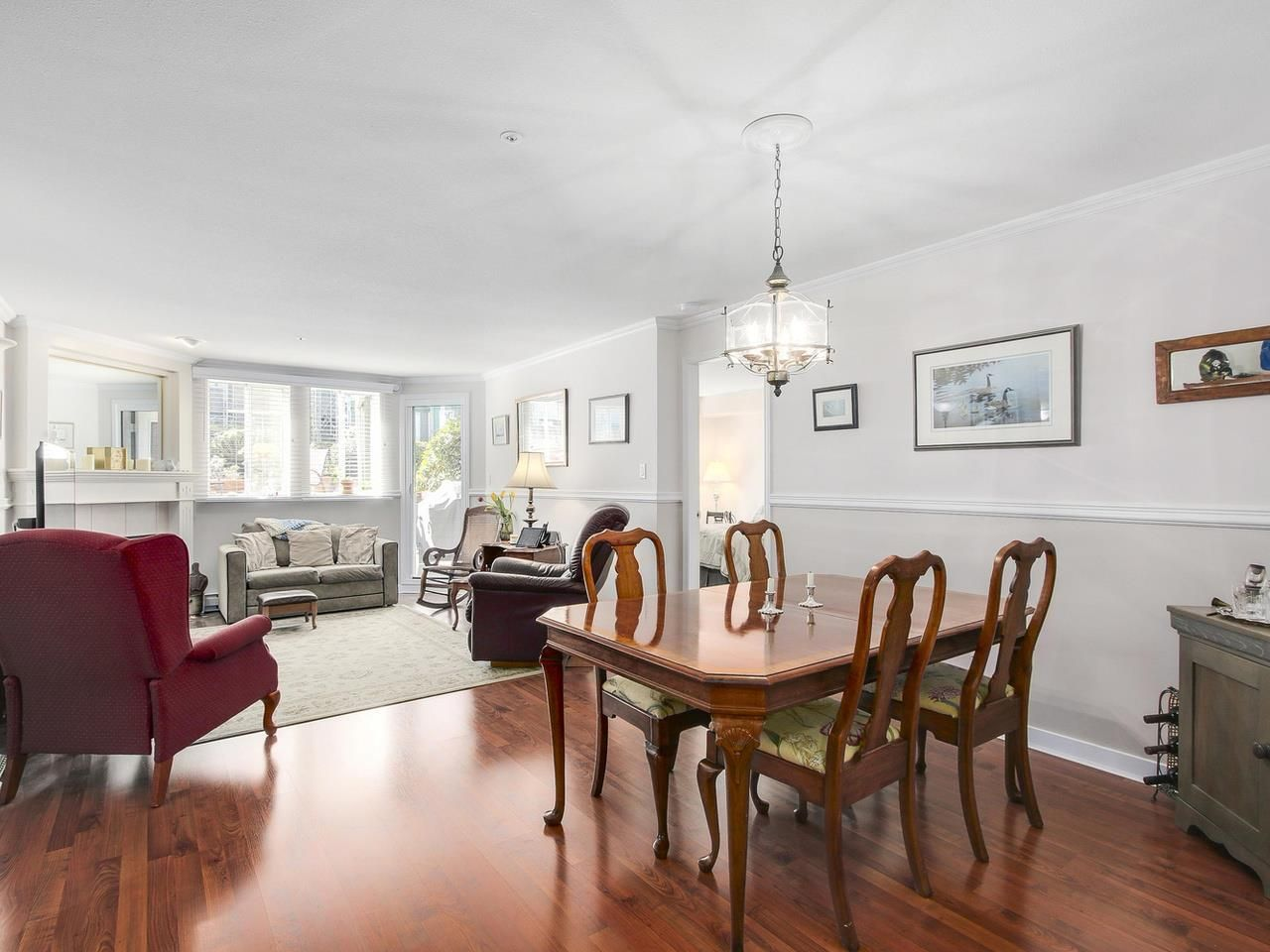"""Photo 4: Photos: 209 1575 BEST Street: White Rock Condo for sale in """"THE EMBASSY"""" (South Surrey White Rock)  : MLS®# R2151526"""