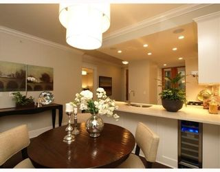"""Photo 3: #2 1891 Marine in West Vancouver: Ambleside Condo for sale in """"Park view place"""" : MLS®# V796758"""