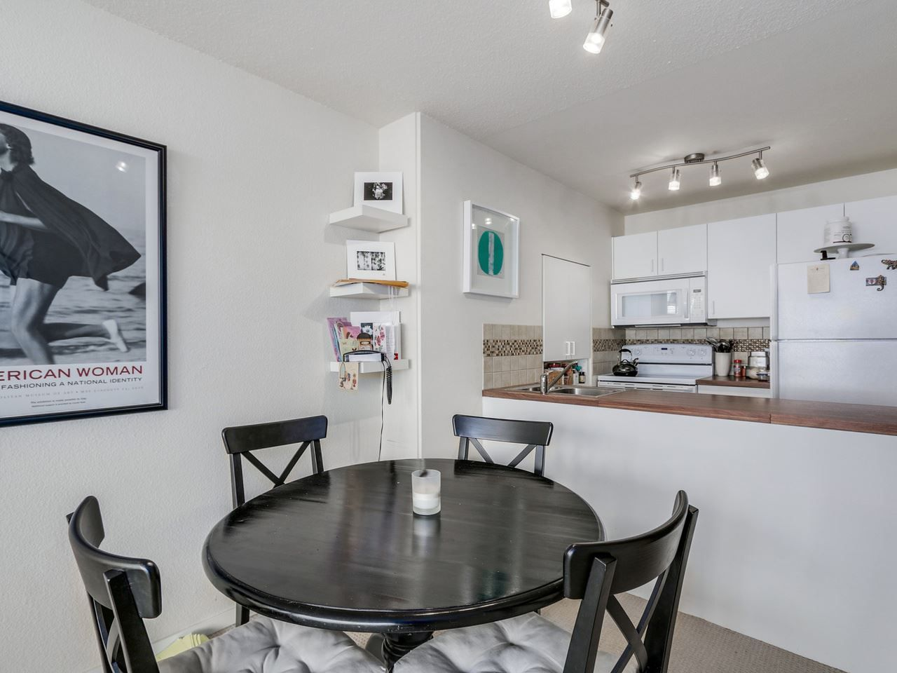 """Main Photo: 203 950 DRAKE Street in Vancouver: Downtown VW Condo for sale in """"Anchor Point 2"""" (Vancouver West)  : MLS®# R2053290"""