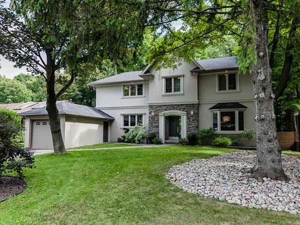 Main Photo: Gorgeous Home on Deepwood Cres.