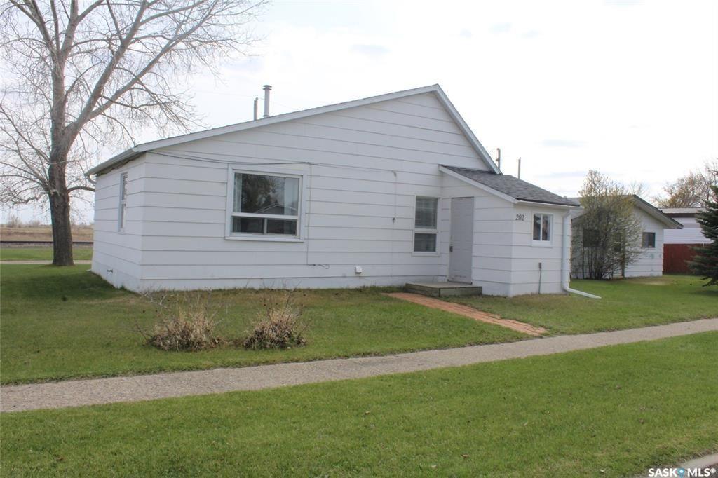 Main Photo: 202 Carbon Avenue in Bienfait: Residential for sale : MLS®# SK850794