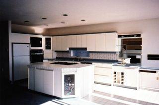 Photo 2: 15260 Victoria Ave White Rock: House for sale (White Rock)